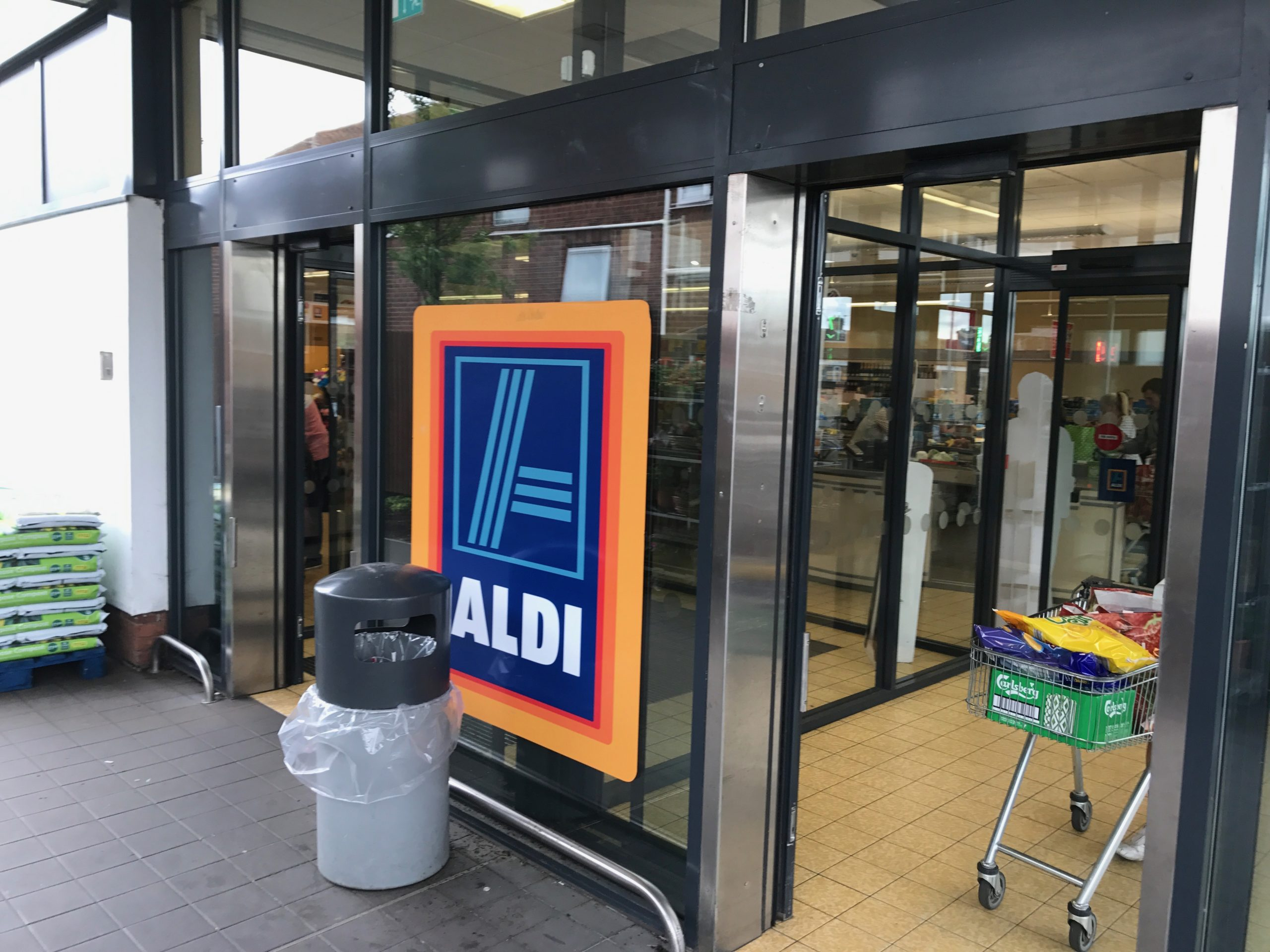 Shop front spraying Aldi